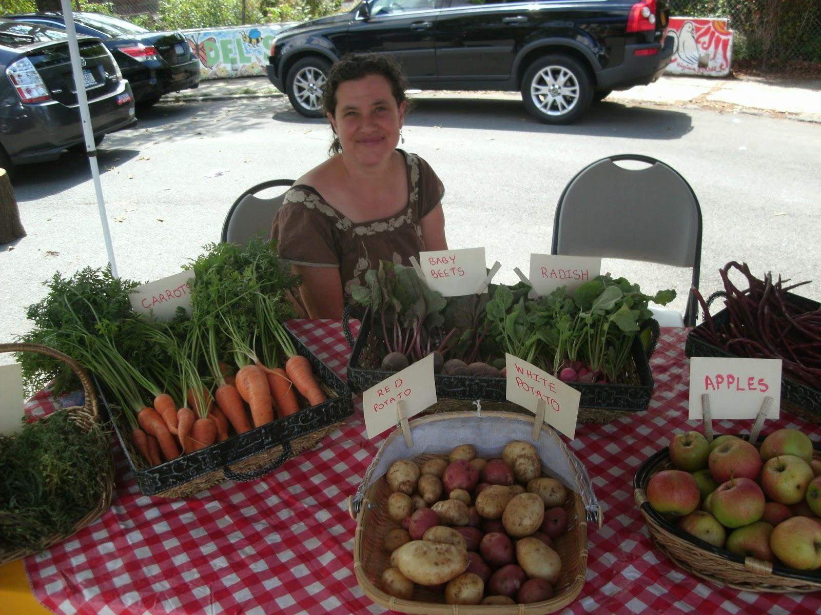 La Finca del Sur member selling garden produce Bronx, NY