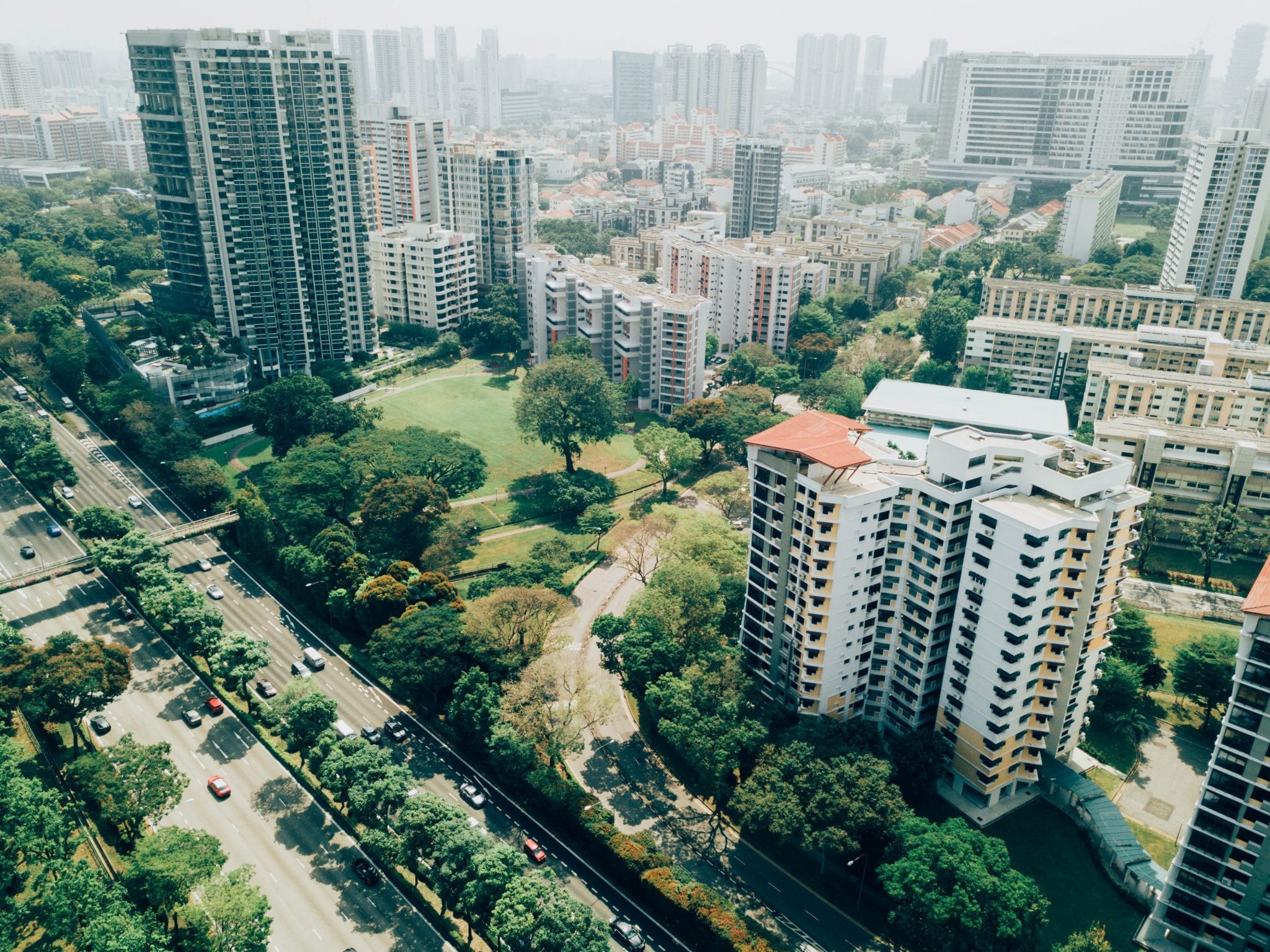 Green spaces between city high-rises and expressway